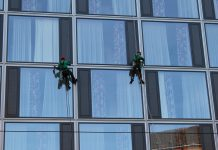 ניקוי חלונות מושלם עם כלי העבודה המושלמים